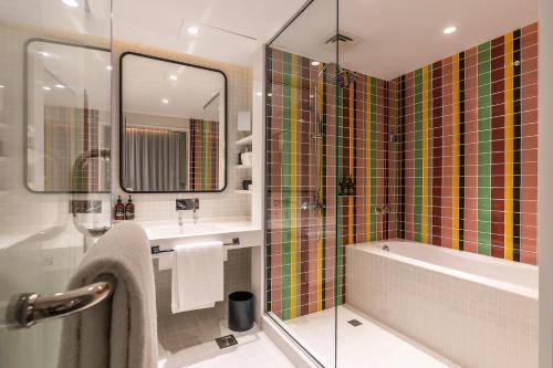 Ein Badezimmer in der Unterkunft Studio One Hotel