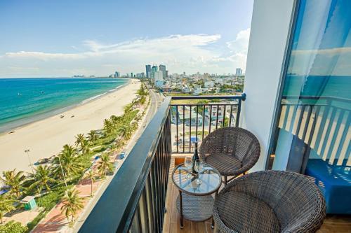 A balcony or terrace at Seashore Hotel & Apartment