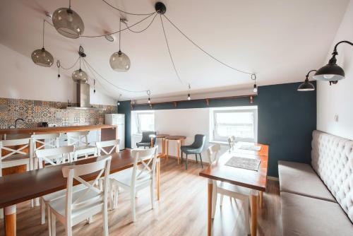 Reštaurácia alebo iné gastronomické zariadenie v ubytovaní Ginger ApartHostel