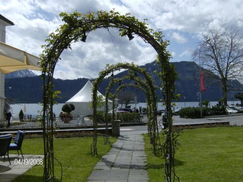 Сад в Hotel Schweizerhof