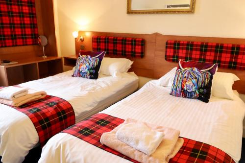 A bed or beds in a room at Highland Guest House