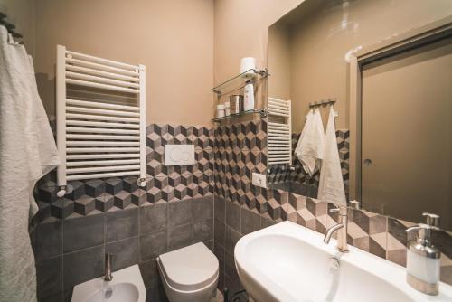Salle de bains dans l'établissement Beautiful apartament 2 minute walk from Colosseum