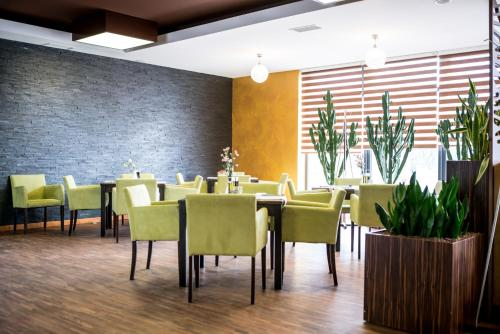 A restaurant or other place to eat at Hotel Pogoria Residence