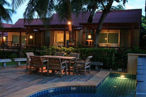 A restaurant or other place to eat at Palita Lodge - SHA Plus