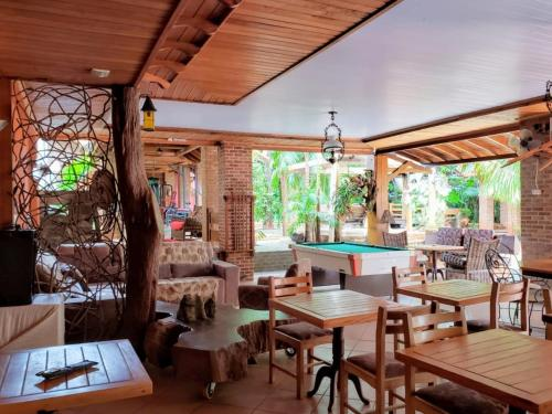 A restaurant or other place to eat at Pousada Sonho Meu Foz