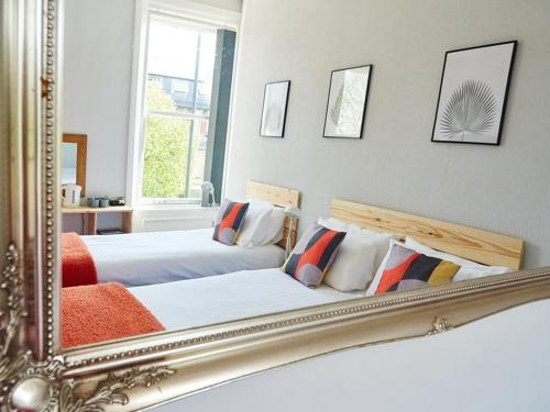 A bed or beds in a room at Kenilworth Hotel