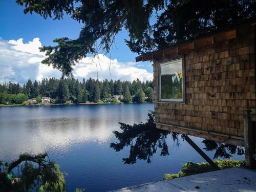 A view of a lake near the bed & breakfast