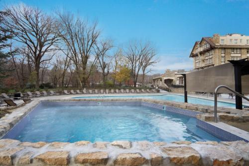 The swimming pool at or close to The Elms Hotel & Spa, a Destination by Hyatt Hotel