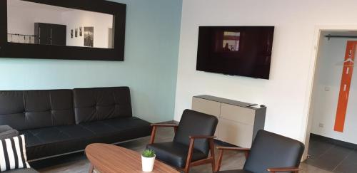 A seating area at Tondose Apartment