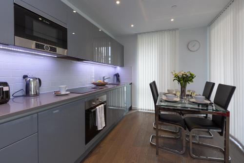 A kitchen or kitchenette at Luxury Central London Apartment