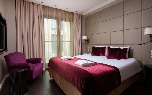 A bed or beds in a room at Mercure Moscow Paveletskaya
