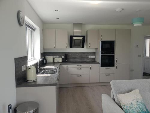 A kitchen or kitchenette at Cottiscarth Cottages