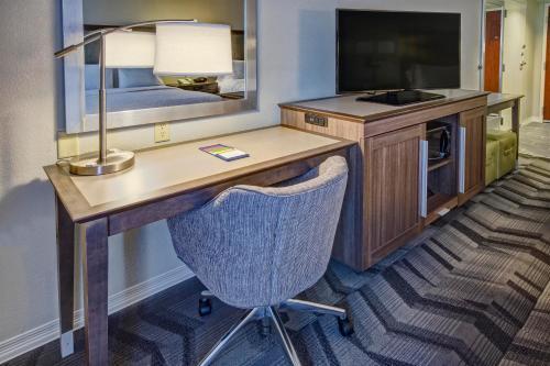 A kitchen or kitchenette at Hampton Inn & Suites Clermont