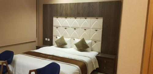 Cama ou camas em um quarto em Elite of Elite Hotel Apartments