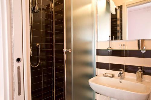 A bathroom at B&B Sul Corso