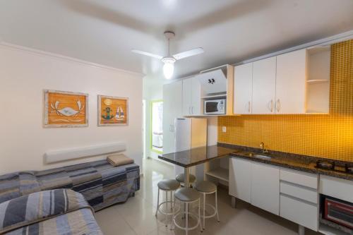 A cozinha ou cozinha compacta de Bombinhas Tourist Apart Hotel