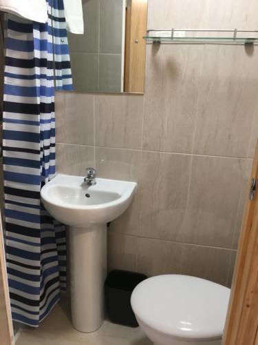 A bathroom at 15 New Row
