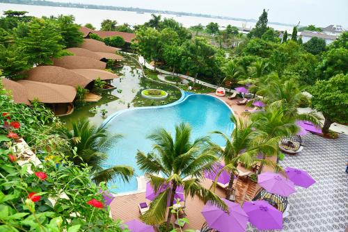A view of the pool at Con Khuong Resort Can Tho or nearby