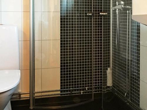 Ett badrum på 4 person holiday home in HAMMAR