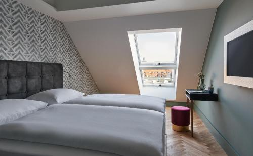 A bed or beds in a room at Hotel MIO by AMANO