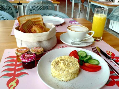 Завтрак для гостей Bossa Nova Beirut Hotel