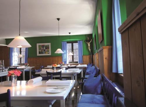 A restaurant or other place to eat at Landgasthof Adler Bett & Frühstück