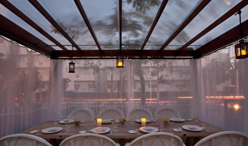 En restaurang eller annat matställe på Cadet Hotel