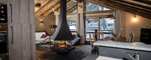 A restaurant or other place to eat at Chalet Emilie
