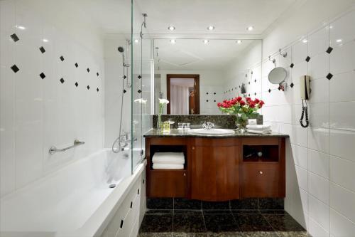 A bathroom at Eurostars Montgomery