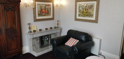 A seating area at Bella Vista Hotel & Italian Restaurant