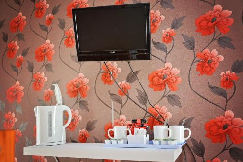 Coffee and tea making facilities at Tobermory Hotel
