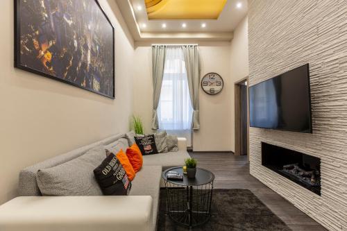 Posezení v ubytování Deluxe Downtown Home 2 BEDRM, 2 BATHRM