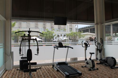 The fitness centre and/or fitness facilities at Hotel Santika Taman Mini Indonesia Indah