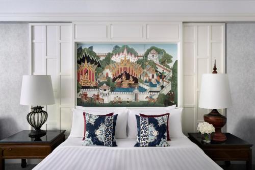 Letto o letti in una camera di Anantara Siam Bangkok Hotel - SHA Plus Certified