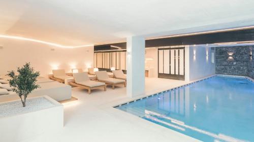 Der Swimmingpool an oder in der Nähe von Schlosshotel Ischgl