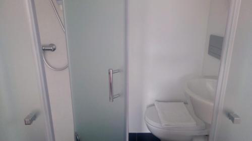 A bathroom at Be Lisbon Hostel Intendente