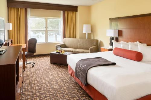 A bed or beds in a room at Stonewall Resort