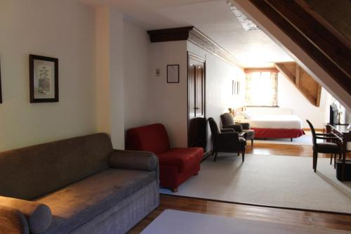 A seating area at Hotel Yoy Tredòs