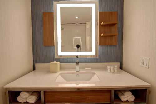 Ванная комната в Hilton Garden Inn Toronto/Mississauga