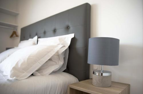 A bed or beds in a room at Beausoleil Studio Metro Paris Sud