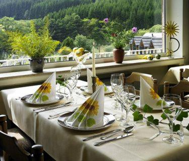 A restaurant or other place to eat at Hotel Haus Kylltal