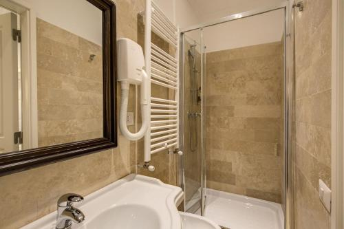 A bathroom at Hotel Tito
