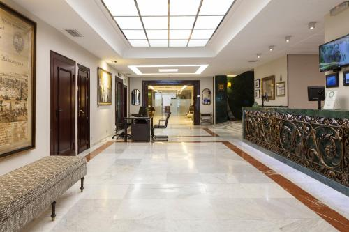 The lobby or reception area at Hotel Bécquer