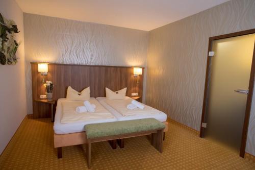 Ein Bett oder Betten in einem Zimmer der Unterkunft Landhaus & Landhof Gabriel