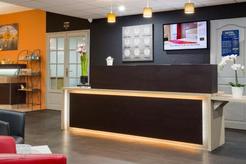 The lobby or reception area at Hotel EDEN- Metz Nord ex le Berlange