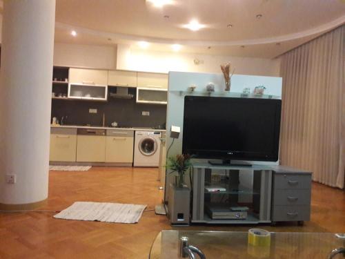 Uma TV ou centro de entretenimento em SAHIL 5 BULVAR MORE