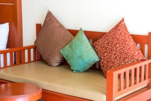 En eller flere senge i et værelse på Lanta Casuarina Beach Resort - SHA Plus