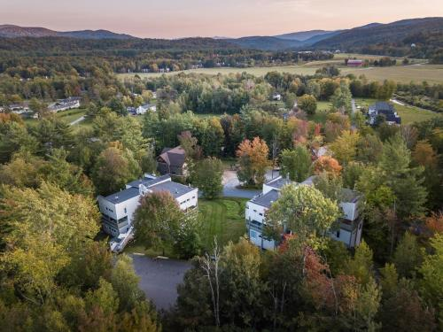 A bird's-eye view of Sun & Ski Inn and Suites