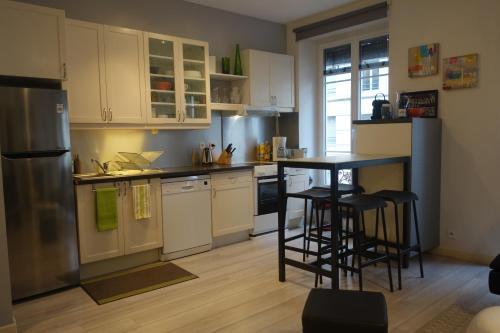 A kitchen or kitchenette at Apartment Vendôme