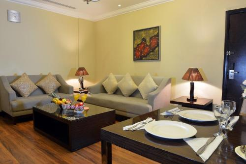 A seating area at Boudl Majmaa Apartment